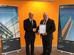 The University College of Estate Management (UCEM)'s Mr Tim BENNETT (Head of Construction Faculty) (right) presented the letter of credit exemptions to HKU SPACE's Dr T. M. KWONG (Head of College of Humanities and Law) (left).